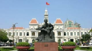Tượng Hồ Chủ tịch trước UBND TPHCM