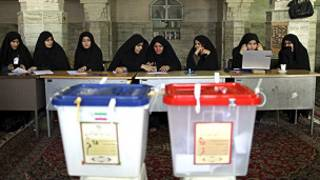 Masu aikin zabe a Iran
