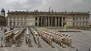 Soldados frente al Congreso colombiano