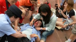 कार्यक्रम में घायल हुए लोग