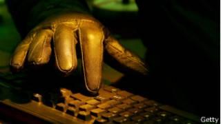鍵盤上的手指