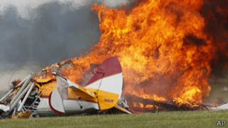 EE.UU.: avión se estrella en espectáculo acróbata en Ohio y deja dos muertos