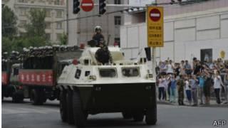 军警和装甲车