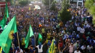 BDP ve PKK taraftarları Diyarbakır'da yürüyor