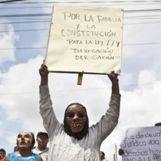 Mulheres da Nicarágua protestam contra lei 779   AP