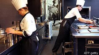 巴黎一家餐館的廚師