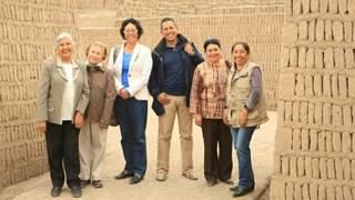 Javier con arqueólogas de Lima