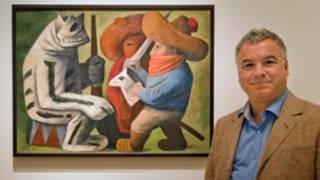Dr Adrian Locke frente a la pintura de José Chávez Morado, Carnaval en Huejotizngo (Foto: Emma Lynch)