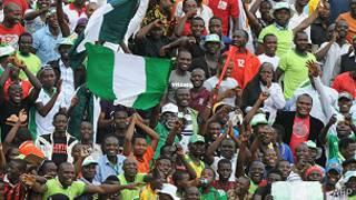 Fanáticos de fútbol en Nigeria