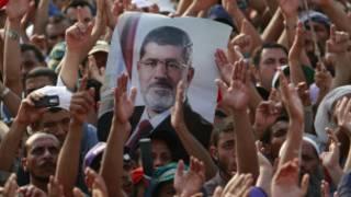 أنصار مرسي يريدون عودته