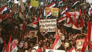 Manifestação de membros da Irmandade Muçulmana no Cairo (Reuters)
