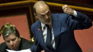 Министр Альфано в ходе выступления в парламенте