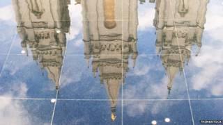 Iglesia reflejada