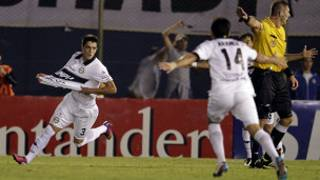 Alejandro Silva celebra el gol del partido
