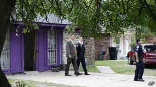 Полиция осматривает дом в Хьюстоне, где были обнаружены четыре пленника