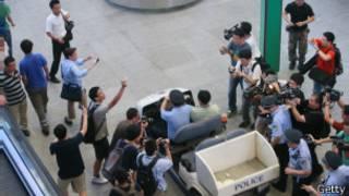 الشرطة الصينية تقود المفجر في مطار بكين