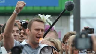 Алексей Навальный обращается к сторонникам на Ярославском вокзале 20 июля 2013 года