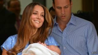 İngiltere Prensi Willam, eşi Kate ve yeni doğan bebekleri