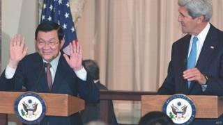 Chủ tịch Trương Tấn Sang và Ngoại trưởng John Kerry hôm 24/7