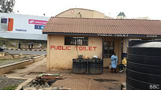 Baño público en Nairobi. Foto: Emmanuel Igunza