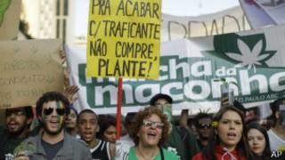 Passeata pela legalização da maconha em São Paulo, no dia 8 de junho de 2013 | Foto: AP