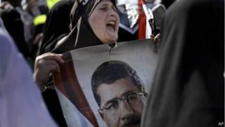 Simpatizante de Morsi em protesto no Egito, nesta sexta-feira (AP)