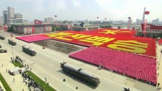 裝載導彈的朝鮮軍車通過平壤金日成廣場(27/7/2013)