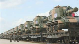参加2013和平使命演习的中国装甲车
