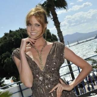 Collar robado en Cannes