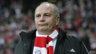 رئيس نادي بايرن ميونيخ أولي هونيس