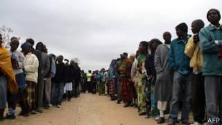 Очередь у избирательного участка в Зимбабве