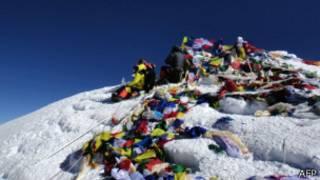 ایورسٹ کے بلند ترین مقام پر چند کوہ پیما