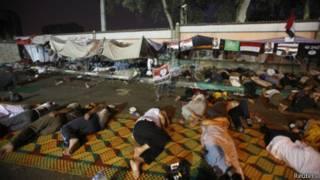 Сторонники Мохаммеда Мурси проводят ночь в лагере у мечети Рабба аль-Адавия