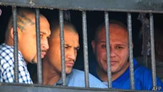 Заключенные за решеткой в Гондурасе (28 мая 2013 года)