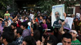 Supporters of moderate cleric Rohani celebrate his victory in Iran