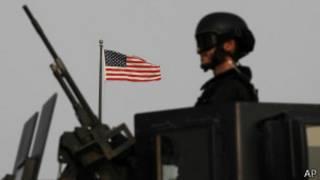 Soldado americano na embaixada de Manama, em Bahrein | Foto: AP