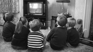 Niños ven TV