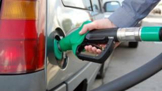 पेट्रोल हाल्दै