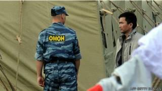 Cảnh sát Nga tại khu trại giam giữ người Việt