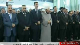 Асад на молитве в мечети