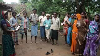 आदिवासियों को मिले रिश्वत के पैसे वापस