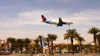 Самолет снижается над Эйлатом 24 февраля 2011 года