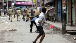 किश्तवाड़ में शुक्रवार को हिंसा शुरू हुई थी. इस हिंसा में तीन लोग मारे गए.