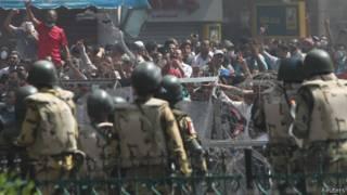 Exército e apoiadores da Irmandade Muçulmana entram em conflito no Cairo | Foto: Reuters