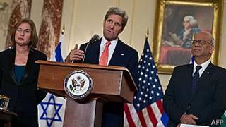 Tzipi Livni, John Kerry y Saeb Erakat
