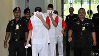Los hermanos González Villareal son trasladados al tribunal en Malasia
