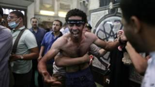 Protestante preso no Cairo | Foto: AFP