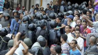 Спецназовцы у мечети