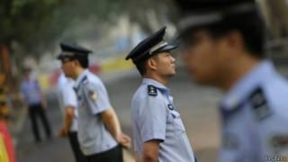 济南中院外的警察