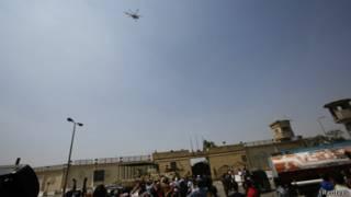 У стен тюрьмы Тора в Каире